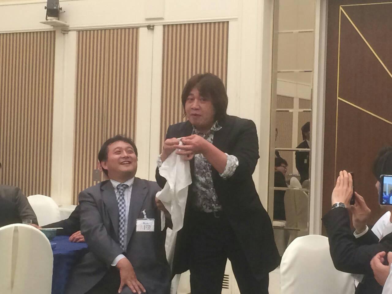 日本福祉車輌協会の新年互礼会で披露するマジシャンRyo